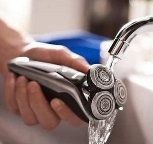 водоустойчив електрическа самобръсначка
